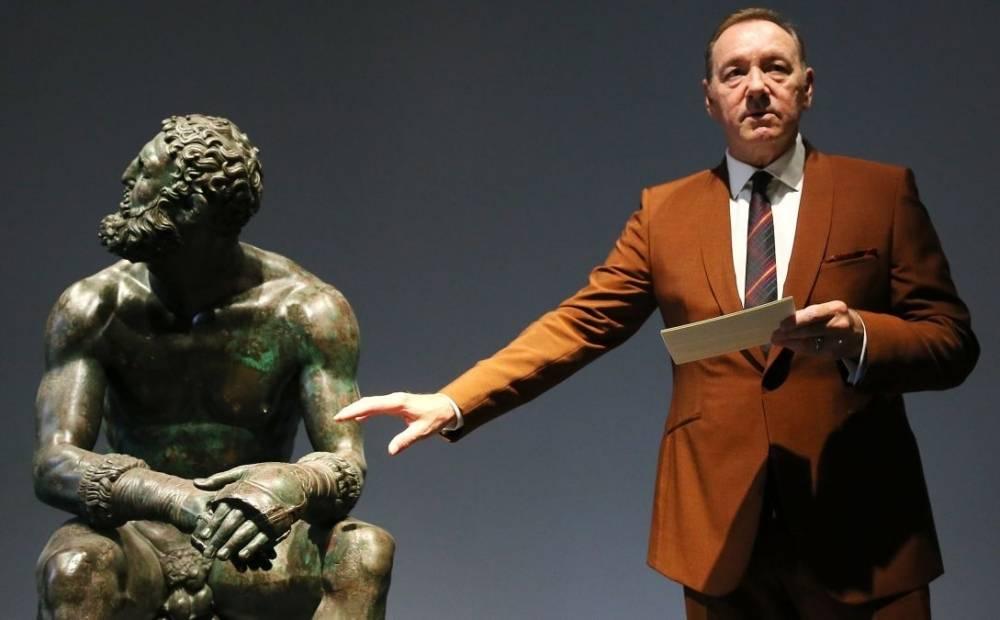 Kevin Spacey è tornato in scena: si è esibito a Roma